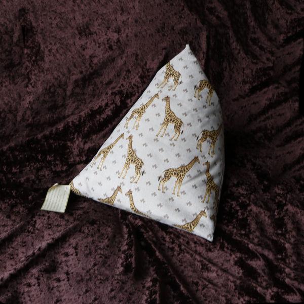 Picture of GIRAFFE...iPad/e.Reader/Kindle/Book Cushion Pyramid bean bag - GIRAFFE